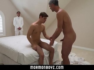Young guy cums while being fucked bareback
