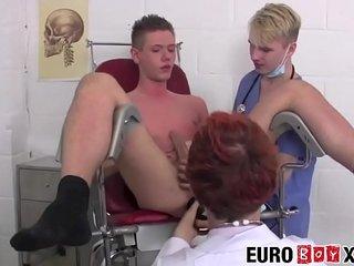 Nurse twink Kamyk Walker bareback riding in redhead threeway